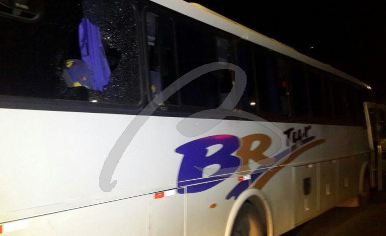Bandidos interceptam ônibus com 50 presos para encontrar algoz e fazem o terror na 116