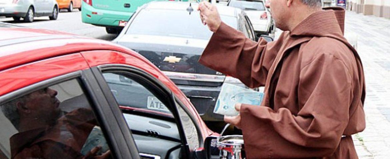 Capuchinhos fazem nesta sexta a bênção dos carros em Curitiba