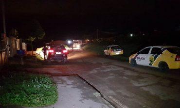 Bandidos assaltam e trocam tiros com a polícia Araucária; Um morreu e outro foi preso