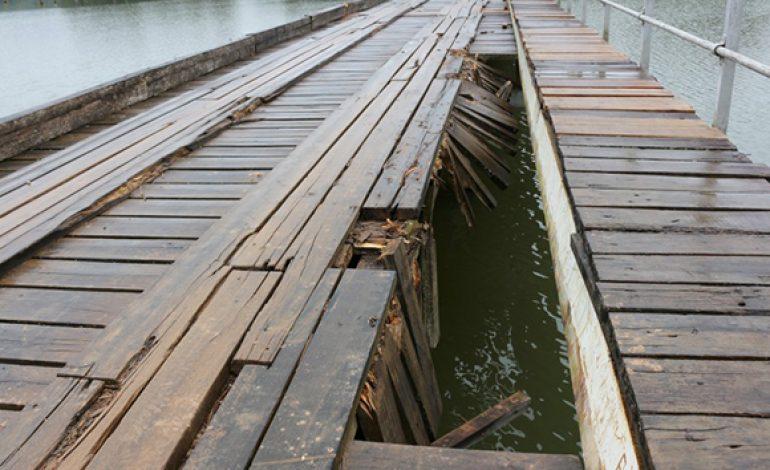 Após caminhão ficar atolado, Prefeitura de Campo Largo irá reparar ponte sobre barragem do Rio Verde