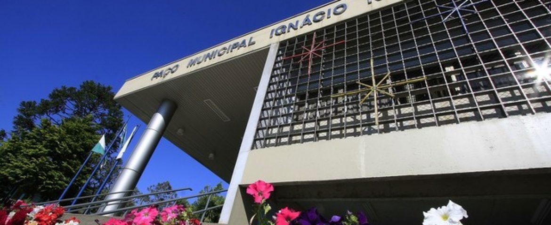 Liminar bloqueia bens de ex-prefeito Zezé e ex-secretário de saúde de Araucária por acúmulo de cargos