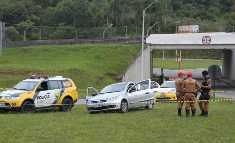 Tiroteio deixa cinco mortos pela polícia. Bandidos estavam armados de fuzis