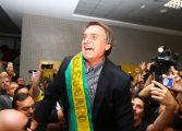 Recebido por multidão no Afonso Pena, Bolsonaro promete 'varrer corrupção'