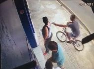 Apreensão de jovem que arrancou colar de mulher põe em risco 'Gangue da Bicicleta'