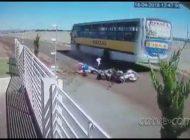 Vídeo mostra grave acidente de motociclistas que morreram no interior do PR; assista