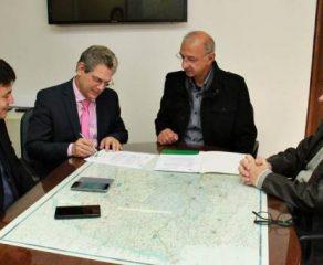 Governo autoriza quase R$ 10 milhões para asfalto em Araucária e Piraquara