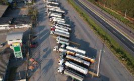 Caminhoneiros ignoram acordo e mantêm paralisações pelo país pelo 5º dia
