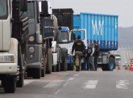 Caminhoneiros mantêm protestos e combustível está praticamente zerado