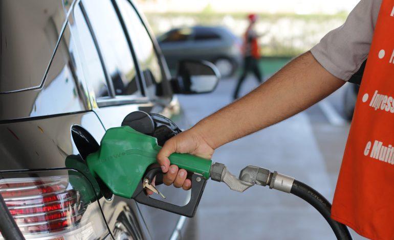 Pela 6ª vez neste mês, Petrobras aumenta preço da gasolina