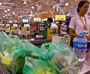 """Supermercados pedem que consumidor não estoque produtos: """"Dificilmente haverá falta grave"""""""