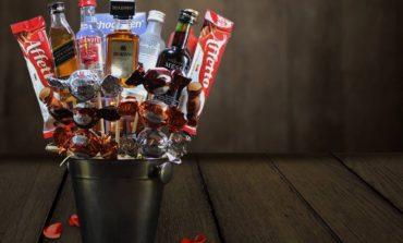 Baldinho de inox para gelo e minidrinks: conheça o 'buquê de bebida'