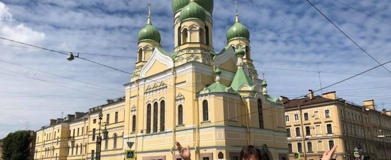 Professor que viajou à Rússia com atestado médico será investigado pelo Governo do Paraná