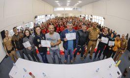 Proerd comemora 18 anos em Araucária e forma novos alunos