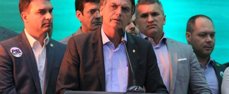 Bolsonaro é oficializado candidato e fala que é o 'patinho feio' da eleição