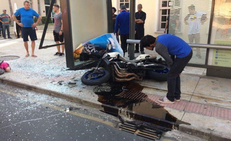 Motociclista que atropelou três no Batel está sob escolta e vai usar tornozeleira ao sair do hospital