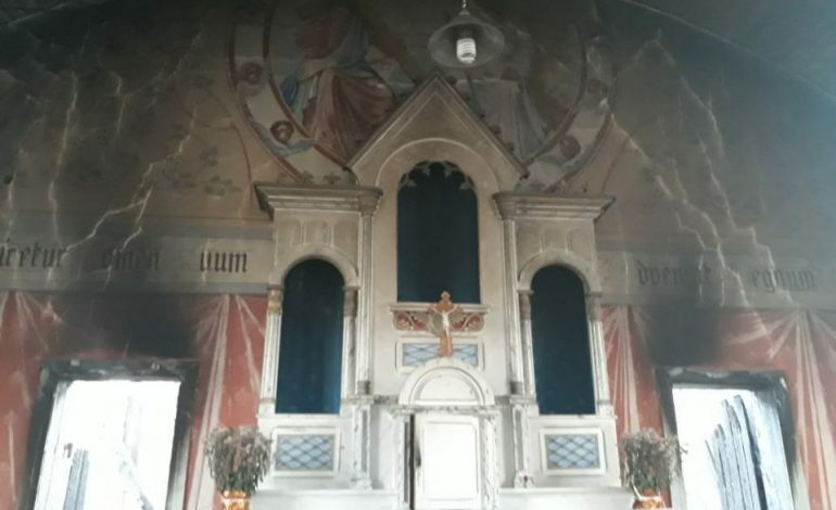 Capela é incendiada e tem objetos furtados na Lapa; fiéis acreditam em ritual