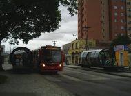 """Bandido rende cobradora e assalta estação-tubo em Curitiba: """"Virou moda"""", lamenta motorista"""