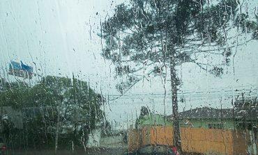 Volta a chover em Araucária após longo período de seca e frio intenso vem junto