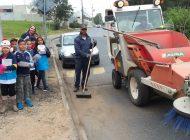 Ação de limpeza e educação ambiental na região do Gralha Azul contou com apoio de alunos