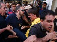 Bolsonaro é esfaqueado em ato de campanha em Juiz de Fora. Veja vídeos