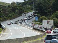 Grave acidente em rodovia que liga Curitiba ao Litoral de SC deixa um morto e dois feridos