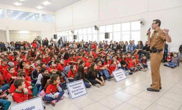 Alunos do Colégio Metropolitana participam de formatura do PROERD