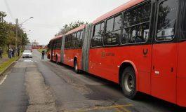 Cobradora de ônibus morre ao ser atropelada por biarticulado