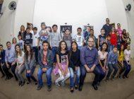 Prefeitura e parceiros entregam óculos gratuitos a mais 49 crianças e adolescentes