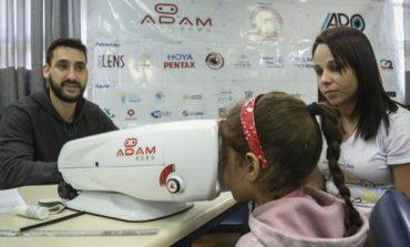 Adam Robô testa a visão de 854 estudantes da rede municipal no Caximba