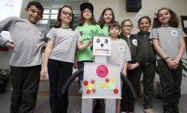 Estudantes de 9 a 10 anos de Curitiba criam Sony, o robô contador de histórias