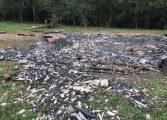 Incêndio destrói casa em chácara e idosa de 112 anos desaparece misteriosamente