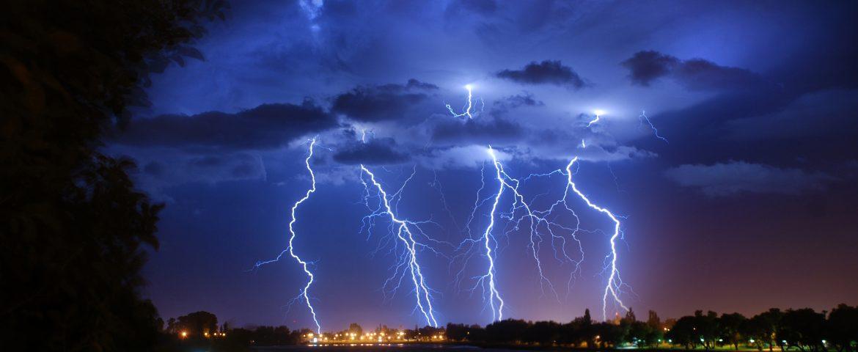 Tempestade, granizo e ventos de até 100 km/h podem atingir o Paraná nesta terça-feira