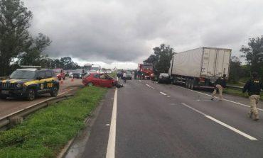 Em mais um acidente na Rodovia do Xisto em Araucária, homem morre e criança fica ferida