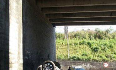 Carro cai de viaduto de Araucária e motorista morre na hora