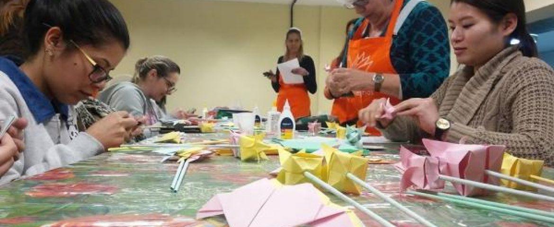 Voluntários usam o origami para confortar pacientes de hospitais de Curitiba