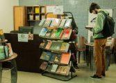 Editora UFPR promove saldão de fim de ano com livros vendidos por R$ 5