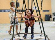 Brinquedos inclusivos levam diversão e mudam rotina de crianças com deficiência