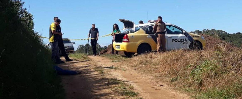 Homem é encontrado morto com mochila nas costas