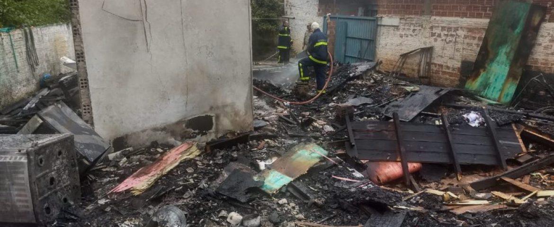 Moradora coloca fogo na própria casa e morre carbonizada na RMC