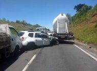 Viatura com 4 policiais bate contra caminhão no Contorno Norte na busca por homicida