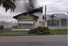 Foto de Incêndio atinge loja de materiais elétricos e assusta moradores no Boa Vista; vídeo