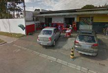 Foto de Homem leva facada no peito durante confusão em frente a bar de Curitiba