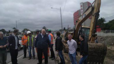 """Foto de Greca deixa hospital e anuncia retomada das obras na Linha Verde: """"Estou zerado agora"""""""