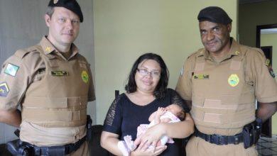 Foto de Policiais militares de Araucária salvam bebê de 19 dias que engasgou com leite materno