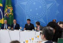 Foto de Bolsonaro recebe ruralistas e pede apoio para projeto sobre áreas indígenas