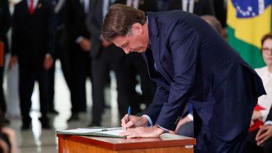 Foto de Bolsonaro sanciona lei com medidas de enfrentamento emergencial para enfrentamento do coronavírus