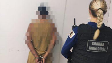 Foto de Homem é preso após ser acusado de agredir fisicamente a própria mãe em Araucária