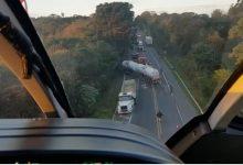 Foto de Casal morre após colisão frontal entre carro e caminhão na Rodovia do Xisto