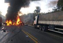 Foto de Acidente entre cinco carretas provoca morte e incêndio na Rodovia do Xisto