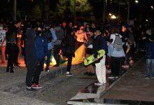 Foto de Jovem que foi filmado rasgando bandeira brasileira se apresenta à Polícia